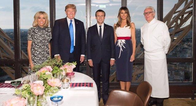 Donald Trump y Emmanuel Macron junto a sus respectivas mujeres