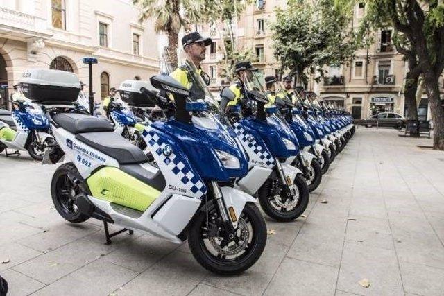 Flota de scooters eléctricos de la Guardia Urbana de Barcelona