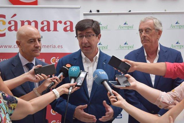 Juan Marín (Cs) atiende a los medios en Almería