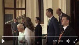 Isabel II despide a los Reyes en el Palacio de Buckinhgam, que terminan hoy su viaje en la Universidad de Oxford