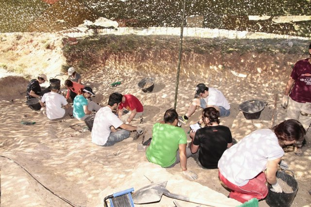 Burgos: Un Momento De La Excavación En Torrelada