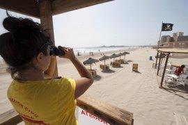 Los puestos de vigilancia de playas abren con banderas amarillas en 6 playas de La Manga de Cartagena y San Javier