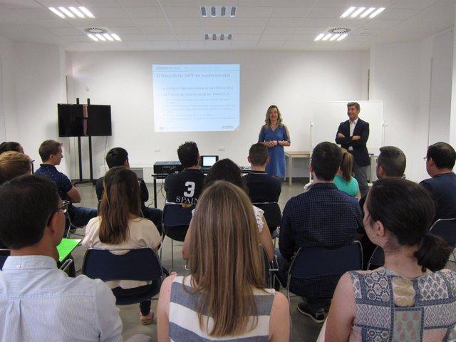Pilar Alegría y Ángel Fernández, este viernes junto a los becarios de ITAINNOVA