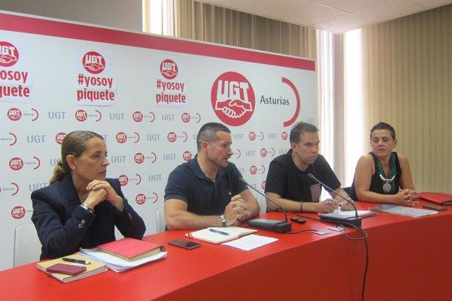 En el centro, Lanero (izquierda) y Zapico (derecha), en la rueda de prensa.