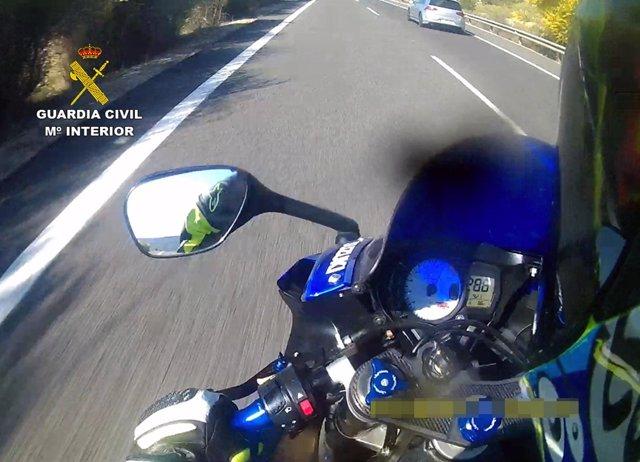 La Guardia Civil Detiene A Dos Jóvenes Por Conducir Motocicletas De Gran Cilindr