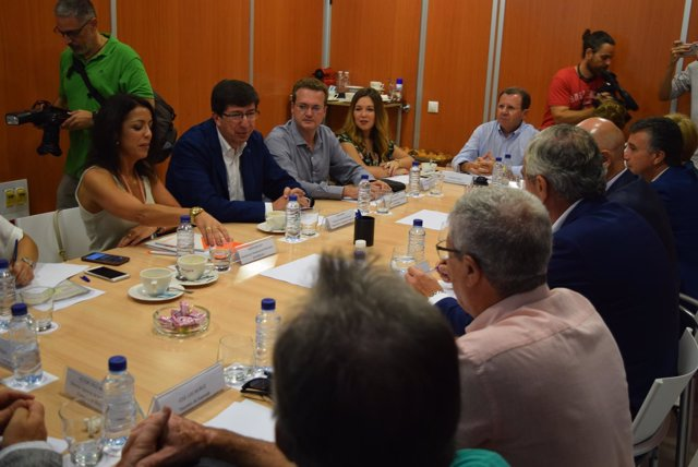 Momento de la reunión entre Ciudadanos y la patronal de Almería