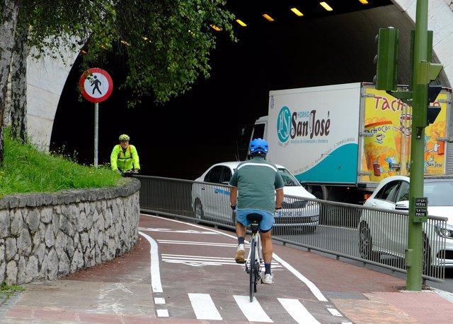 Carril bici que pasa por el túnel Tetuán