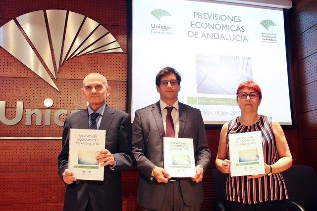 García Navas, Rafael Muñoz y Felisa Becerra Unicaja Banco Analistas verano 2017