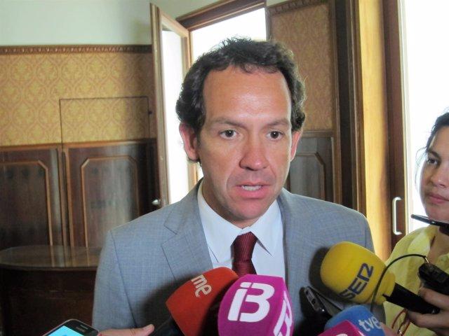 Marc Pons atiende a los medios en la Conselleria