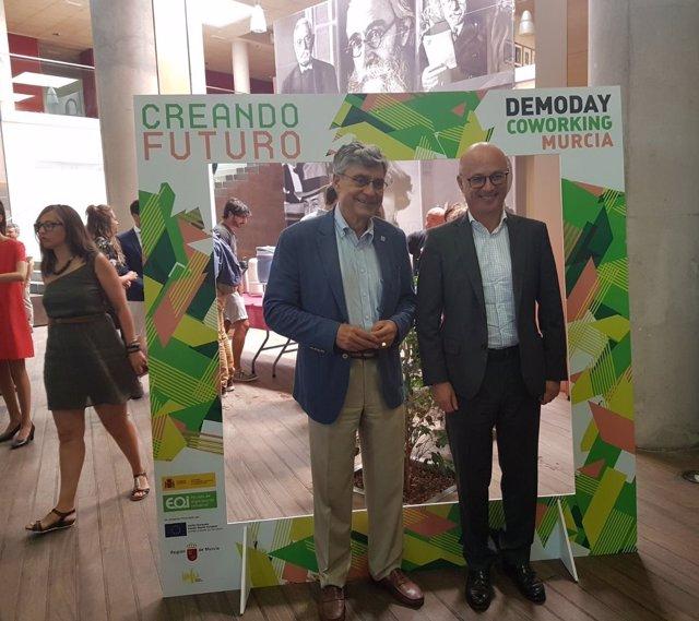 Juan Hernández y Alfonso Cazorla en el acto de entrega de diplomas