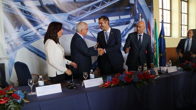 Jiménez Barrios y Fernández-Pacheco firman el convenio Puerto-Ciudad