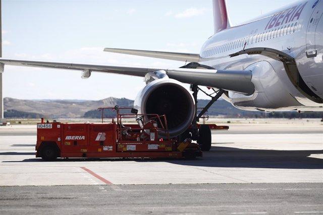 Motor, motores de avión de Iberia en Barajas, reactor, reactores