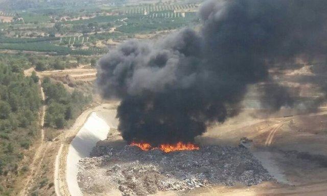 Incendio en vertedero en Pedralba