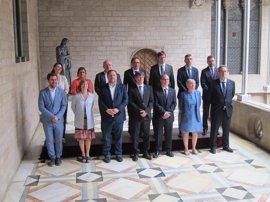 """Puigdemont agradece la """"lealtad"""" a los consellers cesados y ensalza el perfil de los nuevos"""
