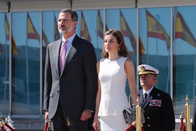 Reyes saliendo de España