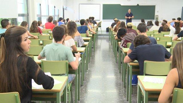 Alumnos valencianos en las pruebas de la Selectividad