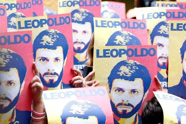 Pancartas en apoyo a Leopoldo López