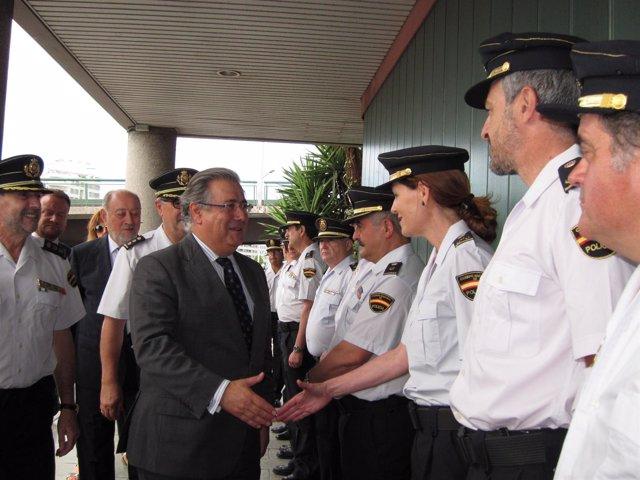 Ministro Juan Ignacio Zoido A Su Llegada A La Comisaria De Gijon