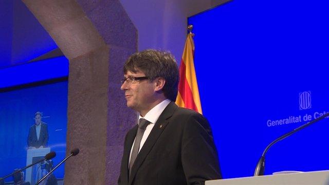 Puigdemont cambia a tres consejeros para afrontar el referéndum
