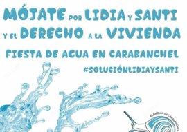 Una fiesta del agua apoyará este sábado en Carabanchel a Santi y Lidia, la pareja acampada frente a la Junta de distrito