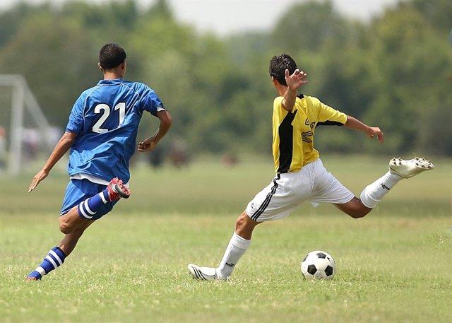 Jugar Al Futbol Beneficioso Para Los Huesos De Los Adolescentes