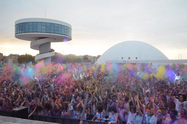 Holi Party en el Niemeyer