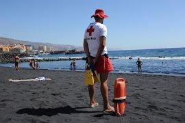Los socorristas de playas canarias con Bandera Azul evitan 157 muertes en 2016