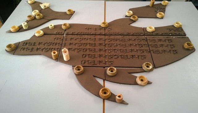 Mural braille que se elabora en Estepona