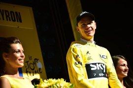 Michael Matthews vence al sprint y Froome recupera el maillot amarillo