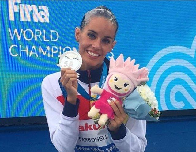 Ona Carbonell con la medalla de plata en Budapest 2017