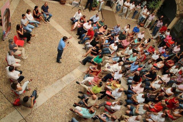 Vara durante el acto en Cáceres