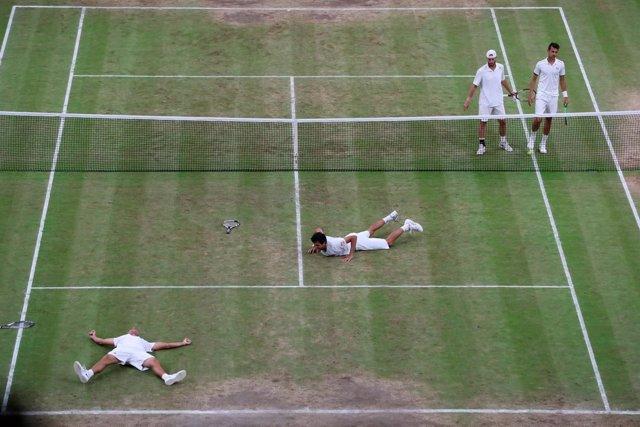 Lukasz Kubot y Marcelo Melo en la final de dobles de Wimbledon