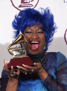 Celia Cruz premiada con un Grammy en el año 2000