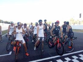 Márquez y Pedrosa protagonizan una campaña que incide en el respeto en la carretera y la visibilidad de los ciclistas