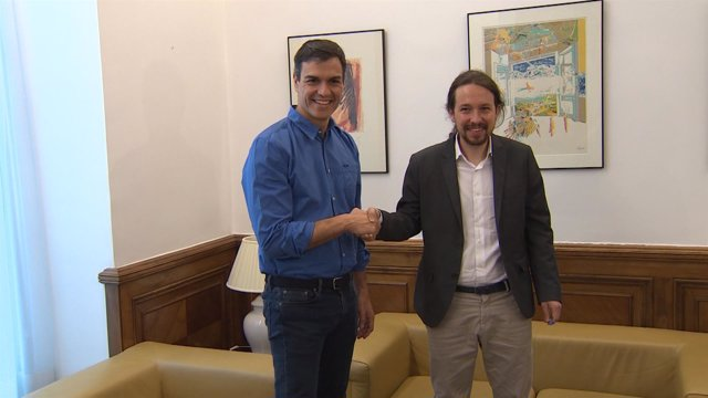 Sánchez e Iglesias se reúnen en el Congreso