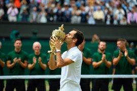 Federer aplasta a Cilic y se corona en Wimbledon por octava vez