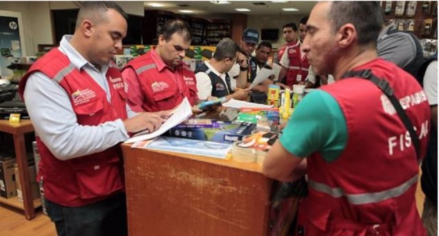 Funcionarios de Indepabis en comercios de Venezuela