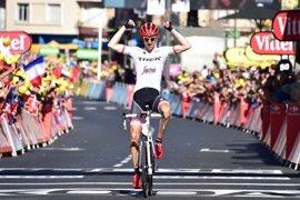 Bauke Mollema se lleva la decimoquinta etapa y Froome mantiene el liderato