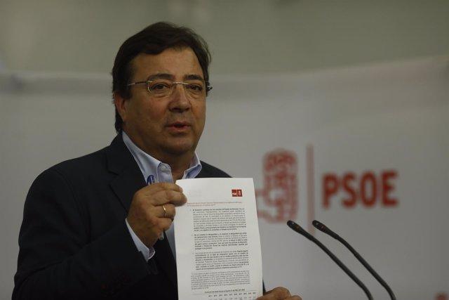 Guillermo Fernández Vara en rueda de prensa en Ferraz