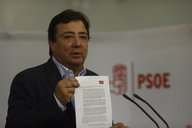 Guillermo Fernández Vara en roda de premsa a Ferraz