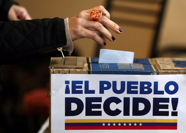 A Venezuelan woman living in Argentina casts her vote during an unofficial plebi