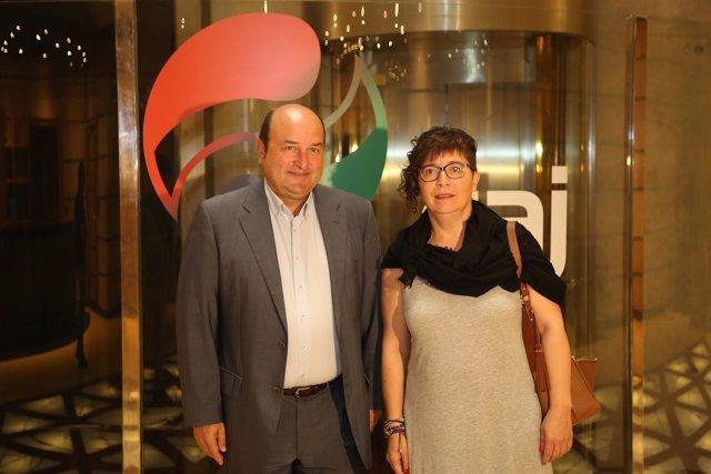 Andoni Ortuzar y Loli García