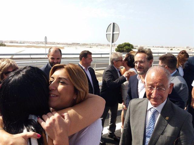 Susana Díaz saluda a su llegada al acto inaugural