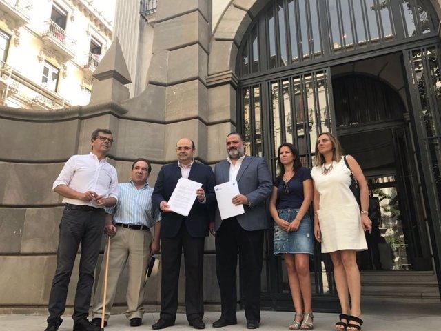 Dirigentes del PP de Granada con su denuncia ante la Fiscalía