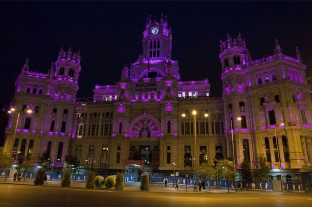 Palacio de Cibeles iluminado.