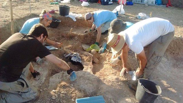 Hallan un asentamiento de hace 3.000 años en un yacimiento de Sena (Huesca)