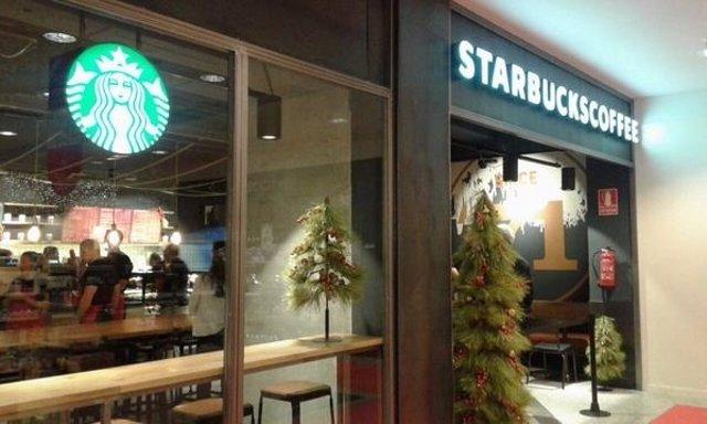 Cafetería Starbucks en Puerto Banús.