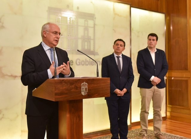 Ceniceros presenta el Plan, ante Cuevas y Bengoa