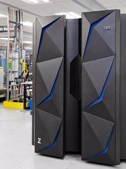 IBM Z Mainframe ordenador central ciberseguridad encriptación datos