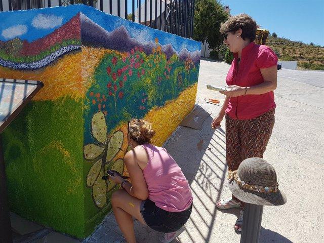 Las alumnas del taller han terminado el mural durante el mes de junio.